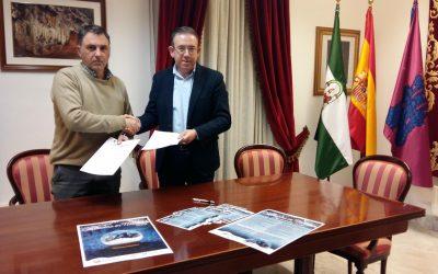 El Ayuntamiento y la Asociación de Empresarios de Aracena firman un convenio de colaboración para estas Navidades